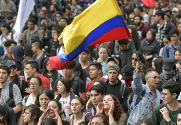 La rabia de los jóvenes en Barcelona, La Habana, Santiago, Bogotá