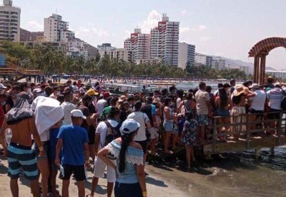Arranca tercer pico de pandemia y la gente llena las playas del Rodadero