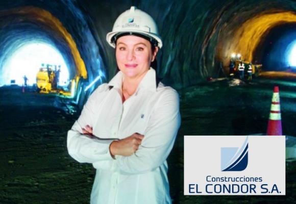 Moñona de construcciones  El Condor y su CEO Luz María Correa