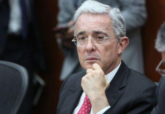 Uribe con todo contra directivos de Twitter