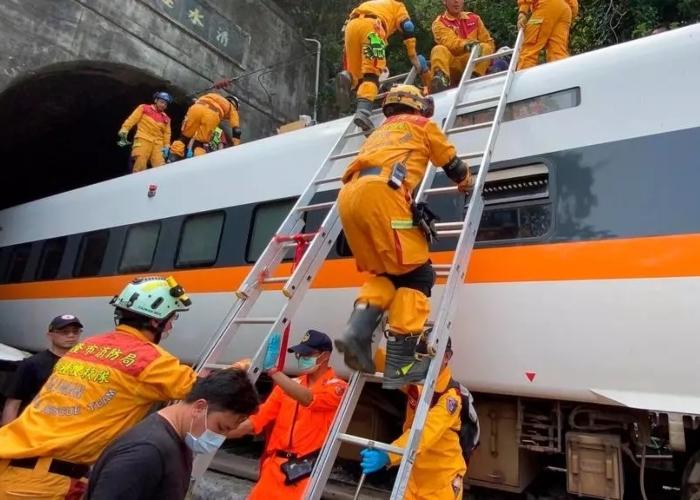 Pesadilla en Taiwán: al menos 50 muertos en accidente de tren