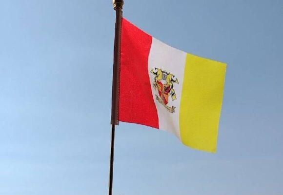 La República de Rino Island estrena escudo