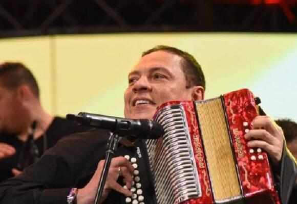 El Cocha Molina y su iniciativa para democratizar el vallenato