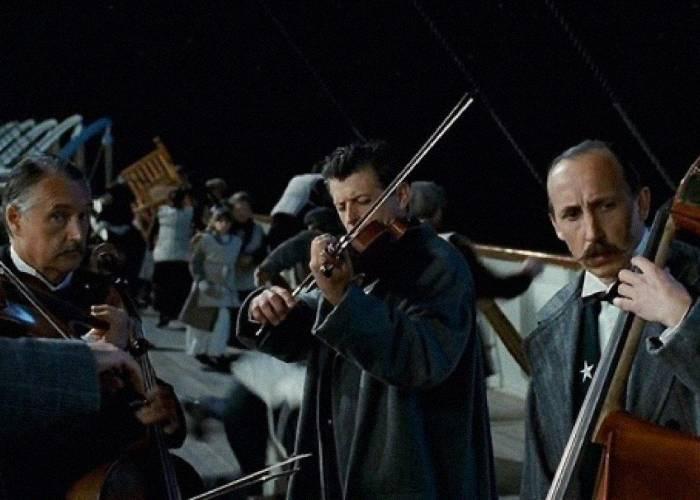 Los violines sonaban mientras el Titanic se hundía en el Atlántico Norte