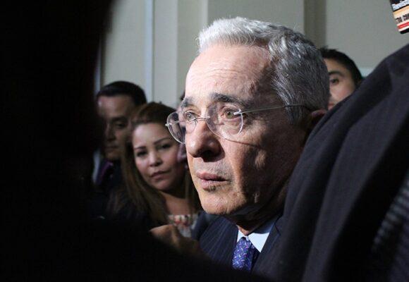 Uribe le suplica al ejército reprimir la protesta social