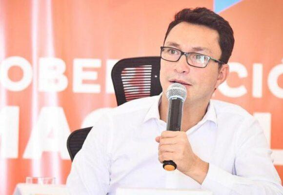 Carlos Caicedo sale del país ante amenazas del Clan del Golfo