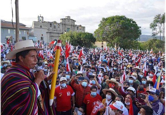 Pedro Castillo da la campanada y queda en primer lugar para la presidencia