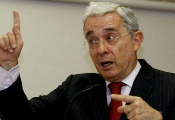 #PelandoElCobre ¡Uribe:Pilatos!
