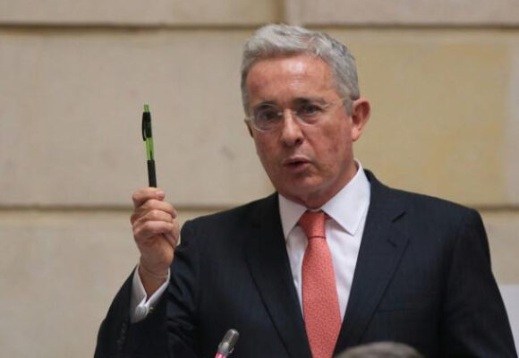 ¡¡Uribe Hood, el redentor!!