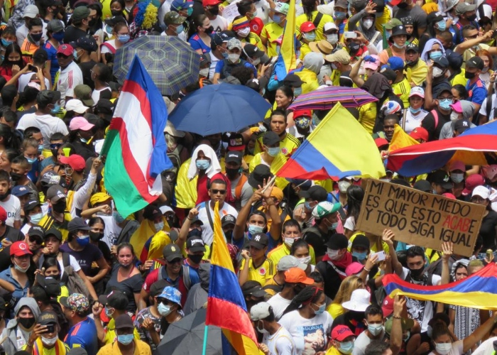 Los caleños le quitaron la bandera de Colombia al uribismo