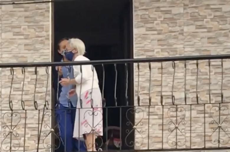 La alegria que despierta en una anciana la protesta social