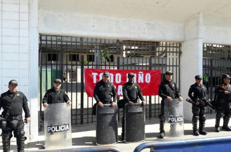 Policia colombiana agrede a jugadores de River Plate en Barranquilla