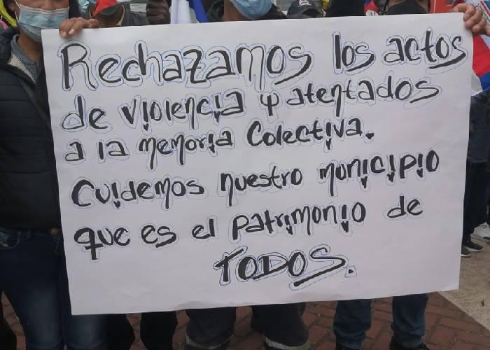 En Nariño, pupialeños defienden monumento de Simón Bolívar