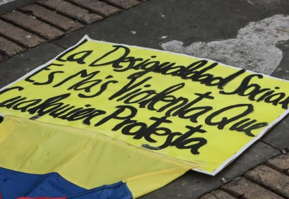 Colombia arde, pero también sangra