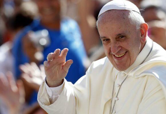 Petro le pide al Papa