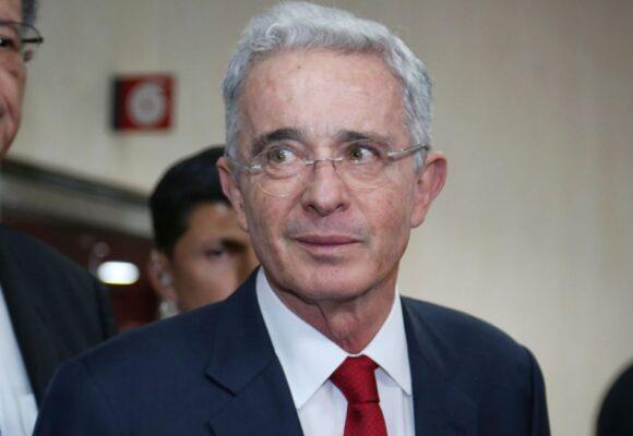 Fiscalía pidió precluir el proceso contra Álvaro Uribe