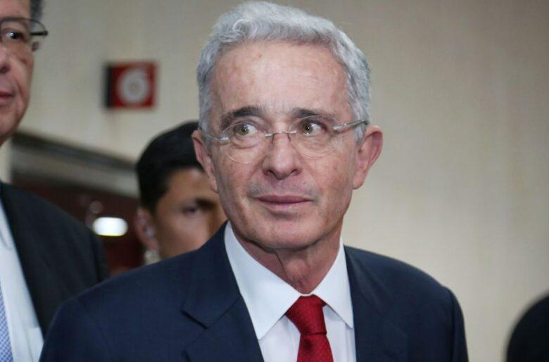 Alvaro Uribe le habla a España