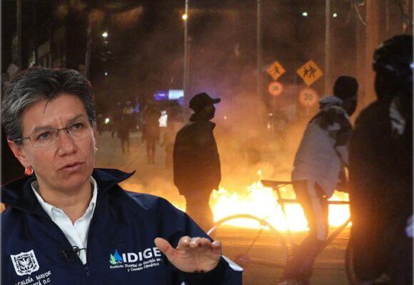 Claudia López rompe en llanto ante una Bogotá en llamas