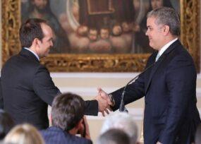 Duque sacrificó a su amigo Ernesto Lucena para darle otro ministerio a Vargas Lleras