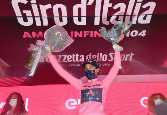 Cuánto recibe Egan Bernal por ganar la etapa y quedarse con las maglias rosa y blanca
