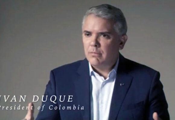 El buen inglés y el contenido falso y provinciano de los videos de Duque