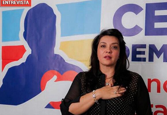 Margarita Restrepo, la paisa que endulza el Uribismo duro con mensajes de amor