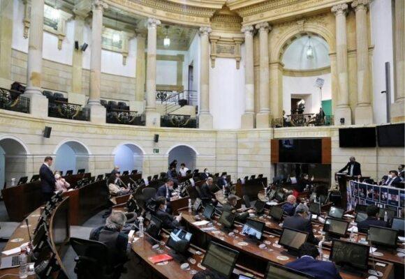 Nueve senadores negados a escuchar testimonios de víctimas de la Fuerza Pública