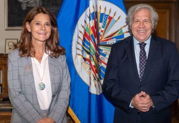 La vicepresidenta empezó su visita en Washington sacando las uñas