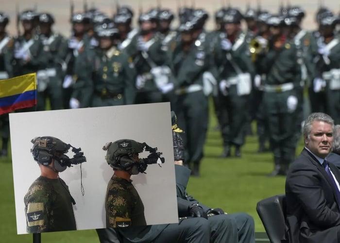 $2 mil millones en 52 visores para fanáticos: la última desfachatez del ejército