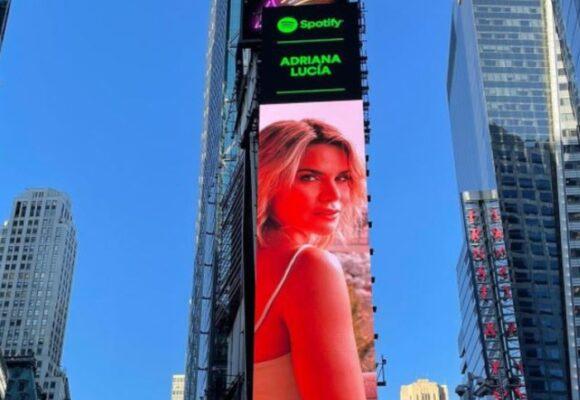 La envidia que despertó la imagen de Adriana Lucia en Times Square