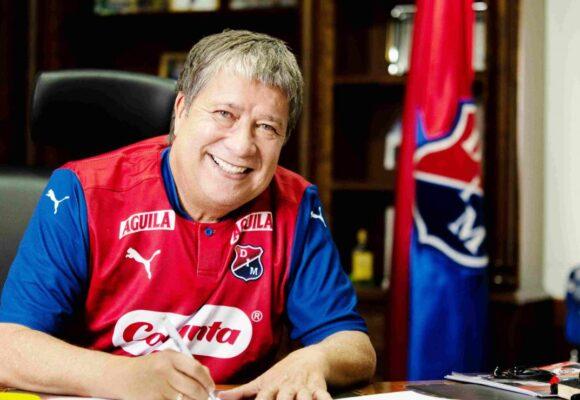 La barra brava del Nacional perdonó al Bolillo Gómez