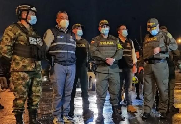 Secretario de seguridad de Cali responde a la foto en que salió armado