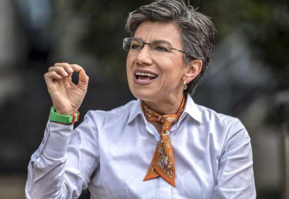 Claudia López tiene que aguantarse el palo de los uribistas y el de los petristas
