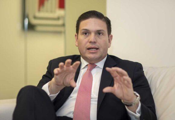 Roy Barreras recuerda que Juan Carlos Pinzón es el voltearepas mayor