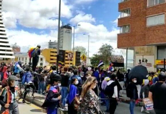 Colombianos en las calles aplauden llegada de CIDH al país