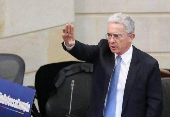 Álvaro Uribe jamás se irá de Colombia