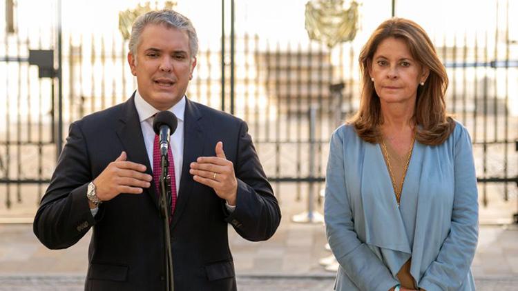 Uribe debe exigirles la renuncia