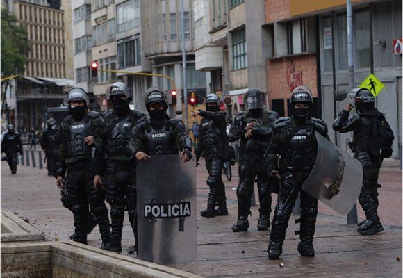 Encuesta: colombianos se alejan de las protestas y apoyan la intervención del Esmad