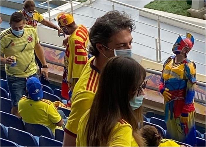 Destruyen al alcalde de Medellín por haber ido a ver Colombia vs Argentina