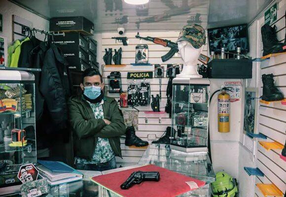 Las armas que cualquiera puede comprar sin permisos en una calle de Bogotá