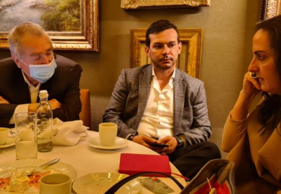 Acercamientos, con almuerzo incluido, de María F. Cabal con el Partido Conservador