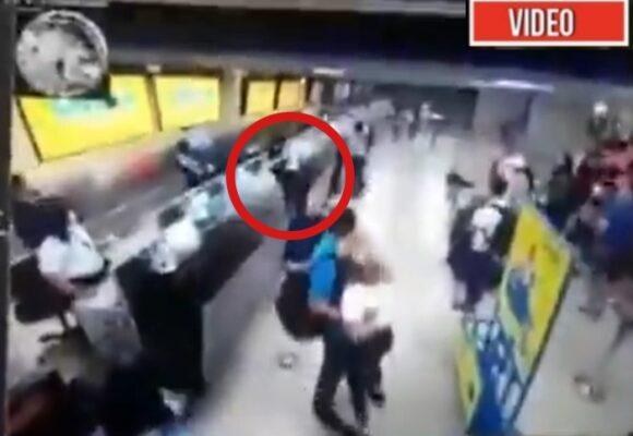 VIDEO: El momento en que enfurecido pasajero destruyó un counter de VivaAir