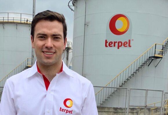 Esteban Santos se quita la camiseta de Terpel