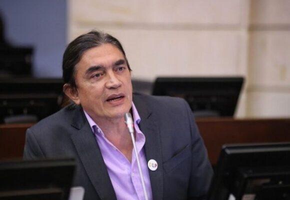 ¿Gustavo Bolívar tiene que cancelar su teletrabajo desde el exterior?