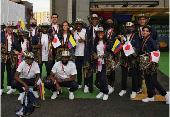 Totto va a sacar los kimonos que lució la delegación colombiana en los Olímpicos