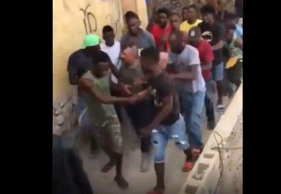VIDEO: La captura de los colombianos por la turba en un barrio de Haití