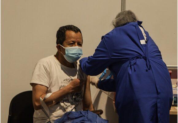 Por fin le sale algo bien al Gobierno: Colombia por encima del promedio de vacunación mundial