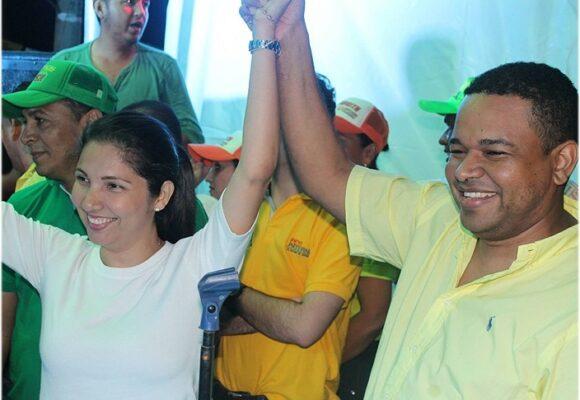 Esposa de Yahir Acuña será responsable de presentar la reforma tributaria