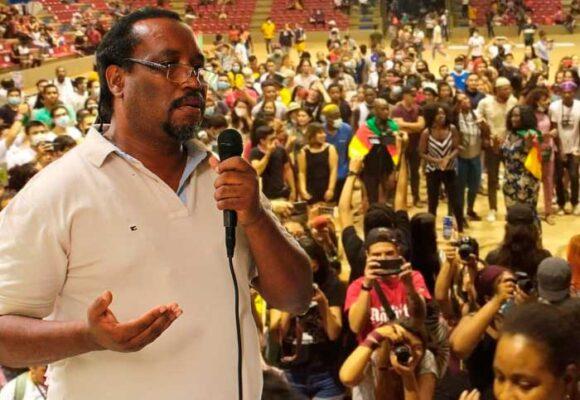 Carlos Rosero, la voz de los negros que resuena duro