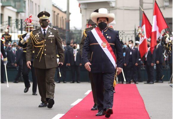 Con proyecto de una Constituyente, Castillo se posesionó como nuevo presidente de Perú